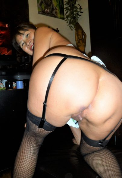Mature Asian MILF NgocAsian Bending Over